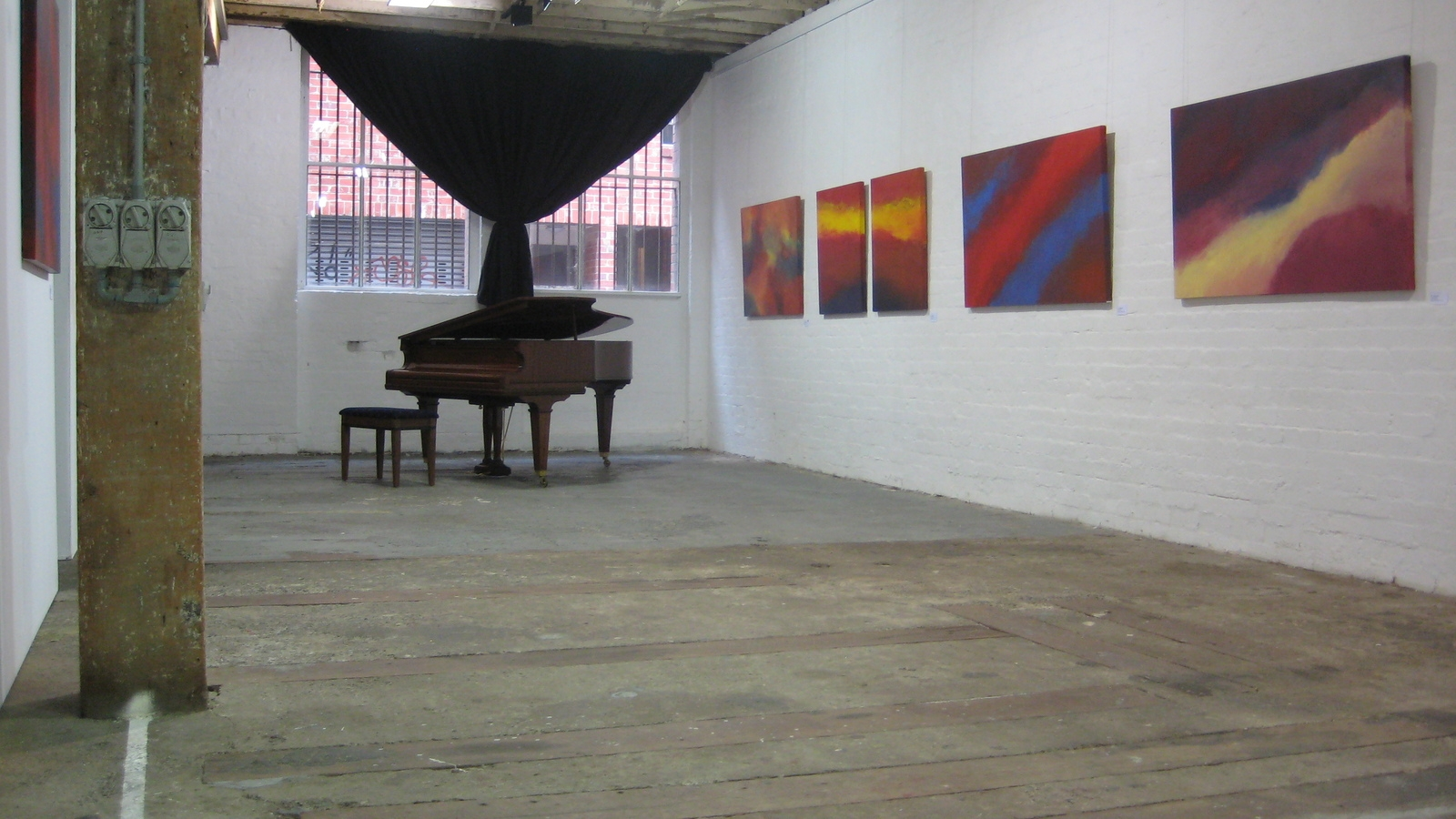 GLG Piano image