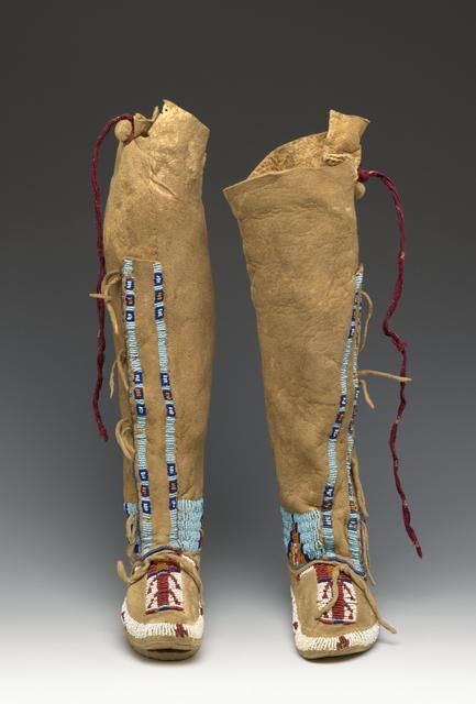 Girl's Moccasins, late 19th or early 20th century image