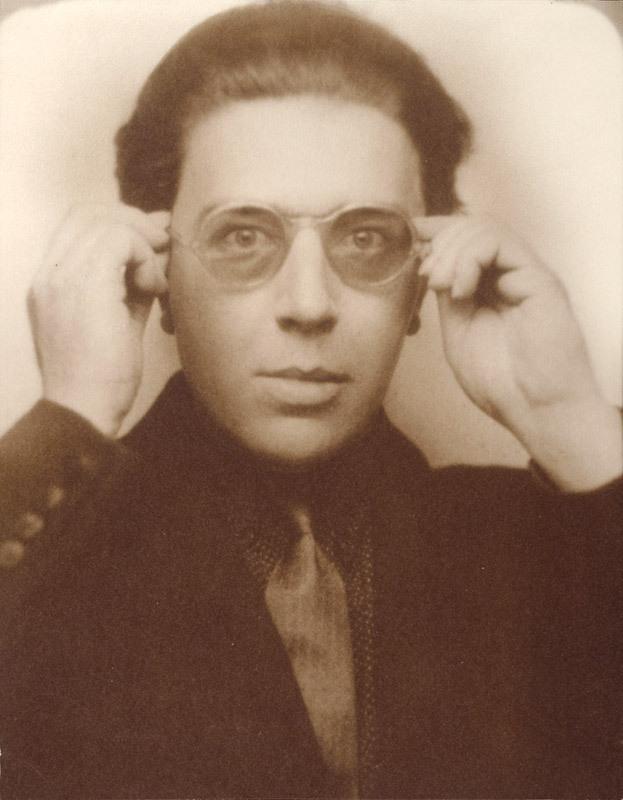 Photomaton portrait d'André Breton aux lunettes (Photo booth portrait of André Breton with glasses)  image