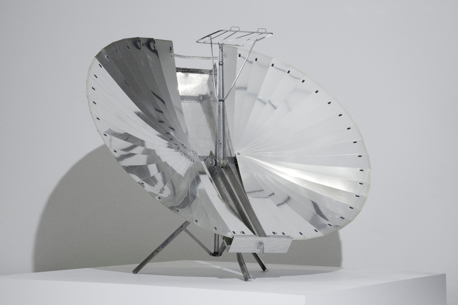 Solnar Tarcici Collapsible Solar Cooker. c.1970 image