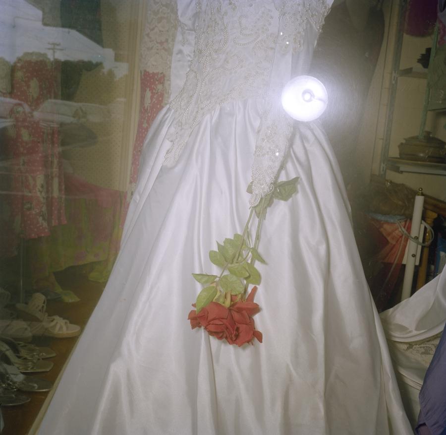 Amputee op-shop bride image