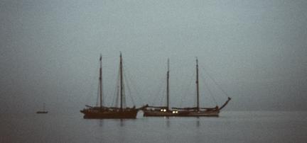 Die Boote in der Nacht image