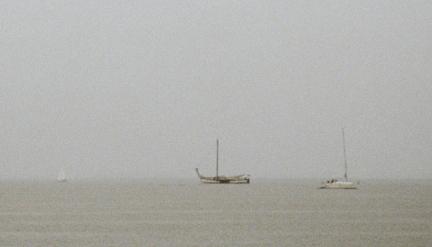 Die Boote im Nebel image