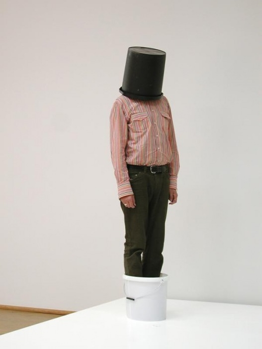 Erwin Wurm: One Minute Sculptures image