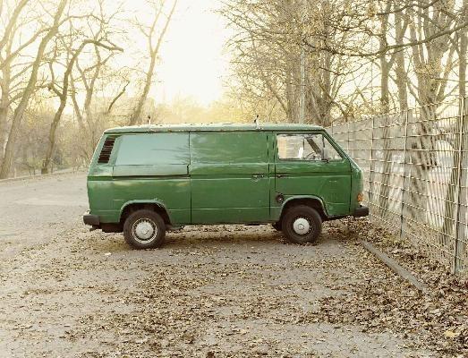 Grüner VW-Transporte image