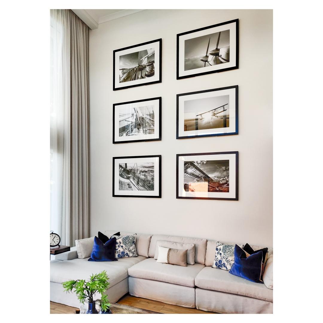 Picture hanging arrangement image