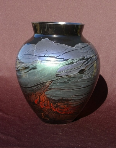 190 mm tall urn image