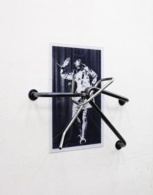 'Rudolf Lutz in einem dadaistisch beklebten Frauenkostüm' image