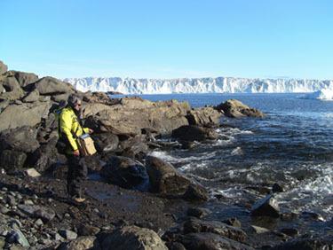 Phillip Samartzis recording Antartic waters image