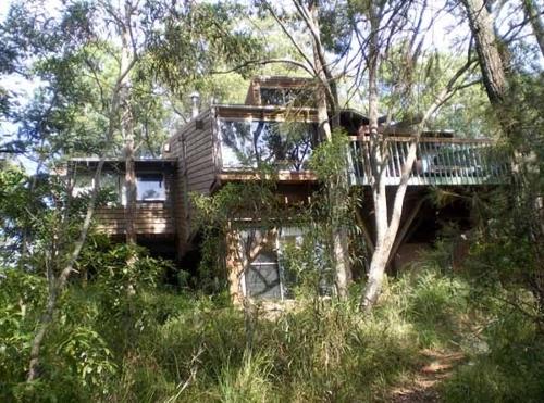 Gunyah artist-in-residence program image