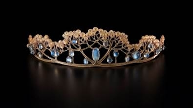 A fine possession: jewellery and identity image