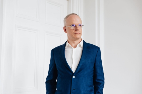 MTalks: Hans Ulrich Obrist in conversation with Victoria Lynn  image